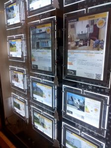 French estate agents window
